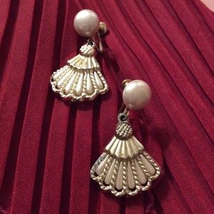 Vintage Earrings, clip on, white and gold.
